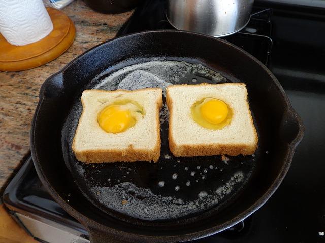 pánev, toasty, vejce