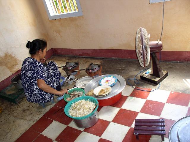 žena, kuchyně, větrák
