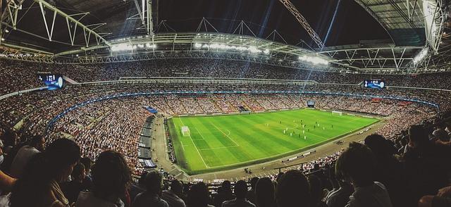 fotbalové hřistě, stadion, fanoušci