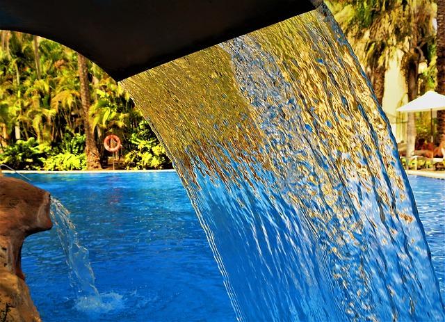 tekoucí voda do bazénu